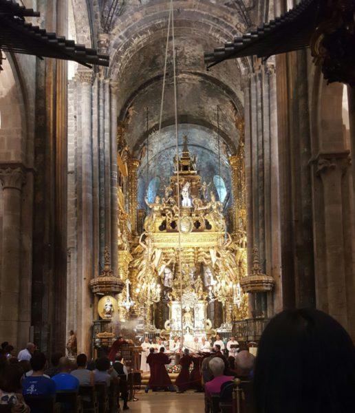 Botafumeiron är stor show. Rökelsekaret flyger med en hiskelig fart genom katedralen ...